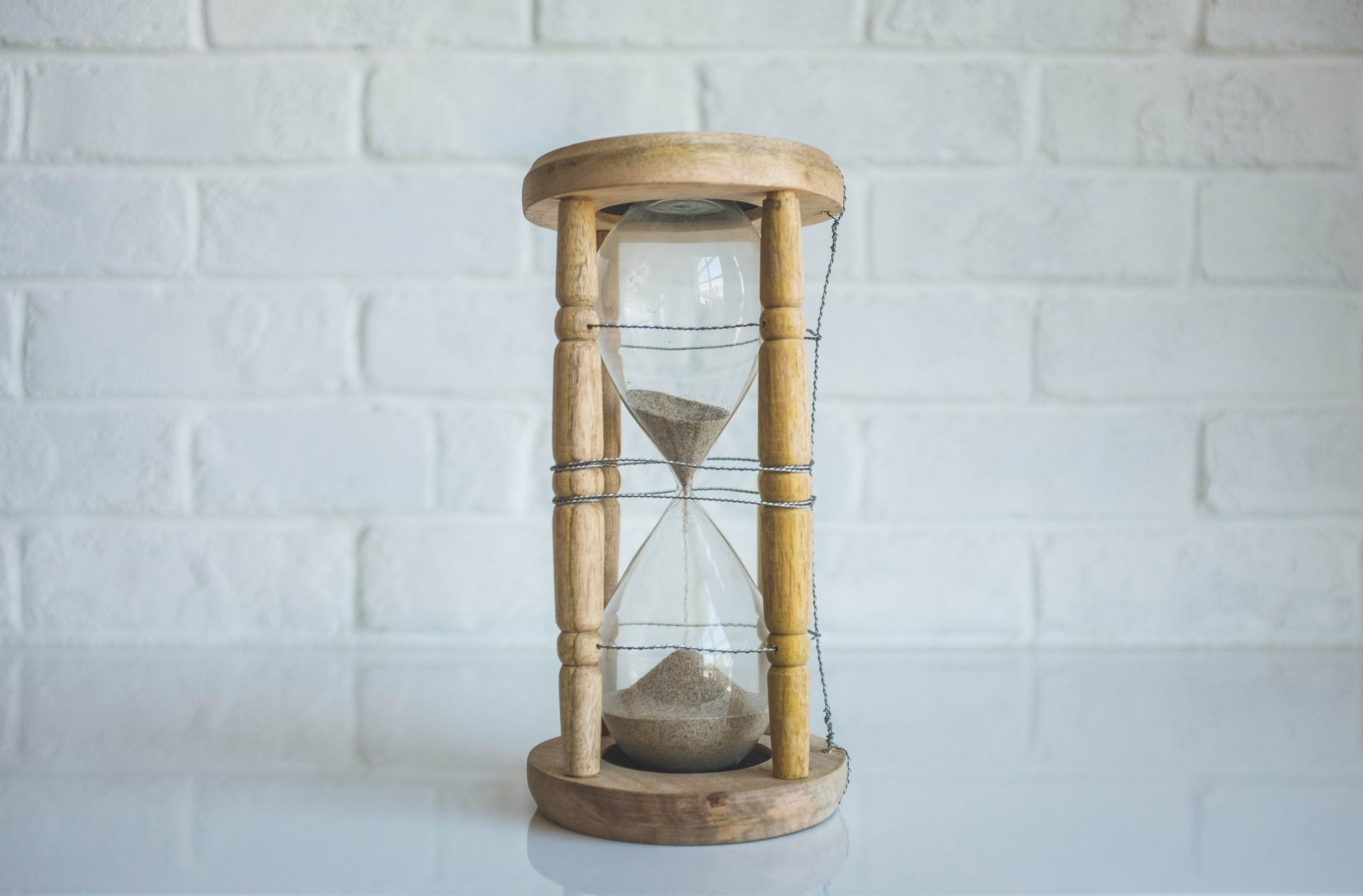 clear hourglass with brown frame (1)
