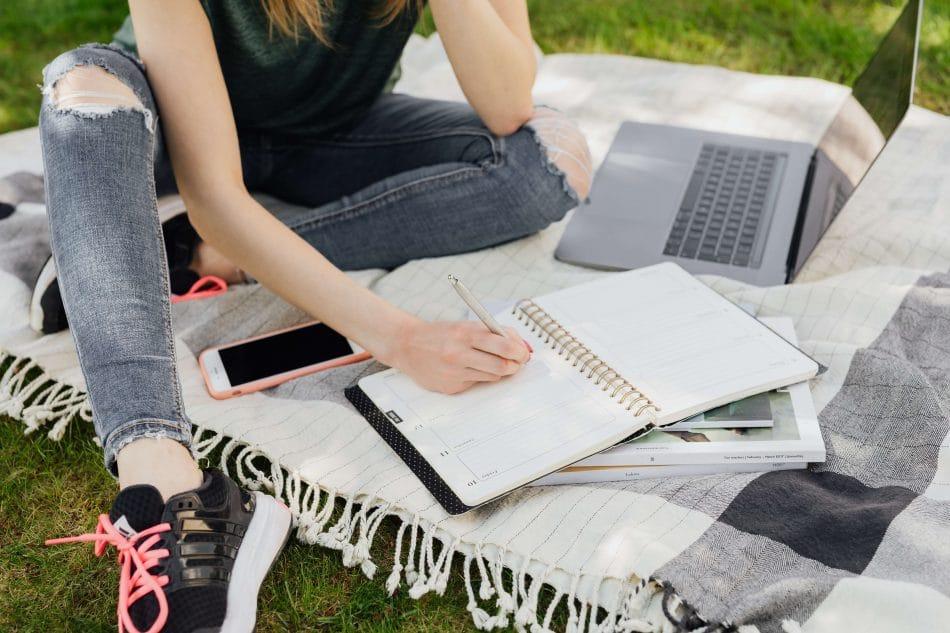 applying-for-scholarships-tips